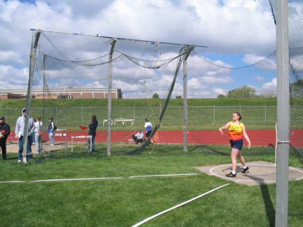 Kaylee throwing discus at the Lincoln Jets Invitational, May 2